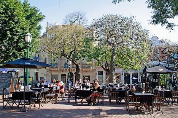 Plaza Dorrego, lugares para visitar en buenos aires